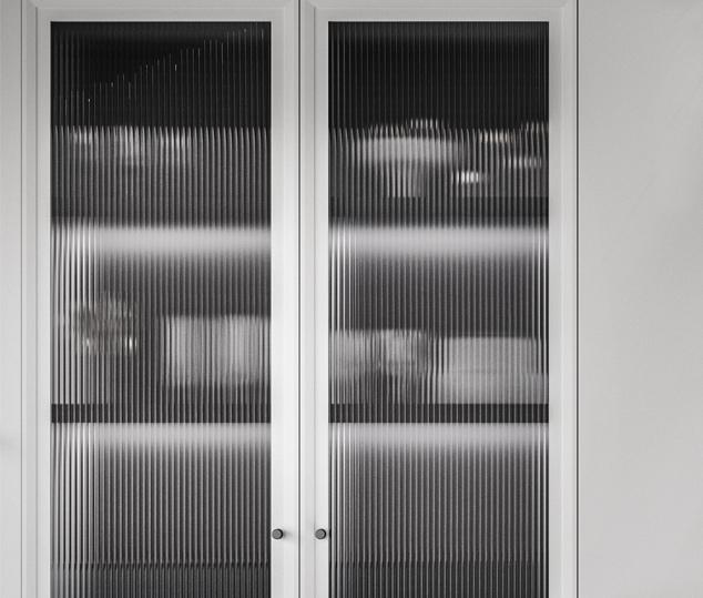 Cucina moderna bianco laccato e nero opaco | Anta Vetro - Levante | MITON Cucine