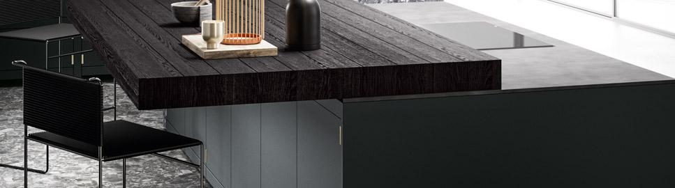 Cucina elegante in finitura ottone | Snack Scorrevole e Plana - Anuba | MITON Cucine