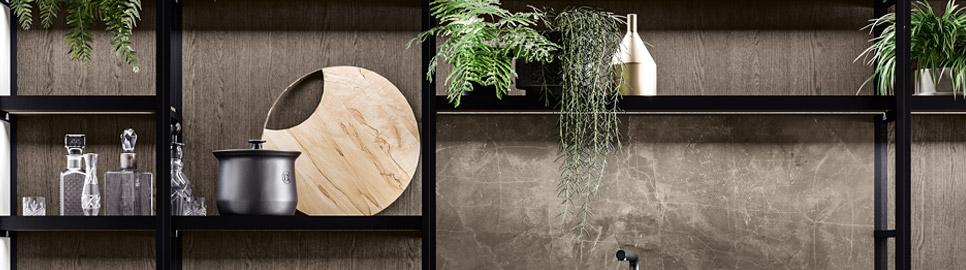 Cucina moderna bianco laccato e nero opaco | Boiserie Frame - Levante | MITON Cucine