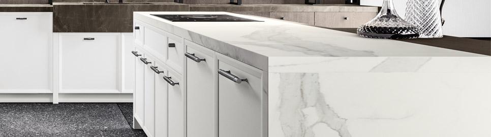 Cucina moderna bianco laccato e nero opaco | Worktop - Levante | MITON Cucine